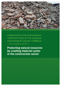 Publikationscover: Im oberen Drittel sind Bautrümmer von einem Hausabriss zusehen. Darunter grüner Hintergrund mit dem Titel: Protecting natural resources by creating material cycles in the construction sector.